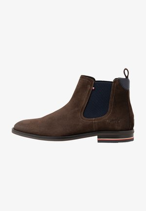SIGNATURE CHELSEA - Classic ankle boots - cocoa