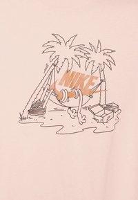 Nike Sportswear - TEE FUTURA TREE - Print T-shirt - arctic orange - 6