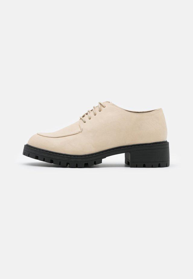 ALEX - Šněrovací boty - nude
