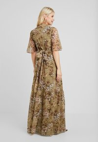 Hope & Ivy Maternity - FLUTTER SLEEVE WRAP DRESS - Maxi šaty - green - 2