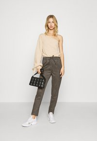 ONLY - ONLPOPTRASH EASY PANT - Trousers - beluga - 1