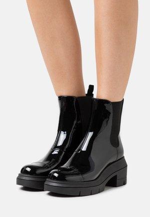 NORAH - Kotníkové boty na platformě - black