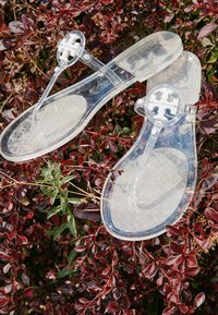 Tory Burch - MINI MILLER FLAT THONG - T-bar sandals - clear - 4