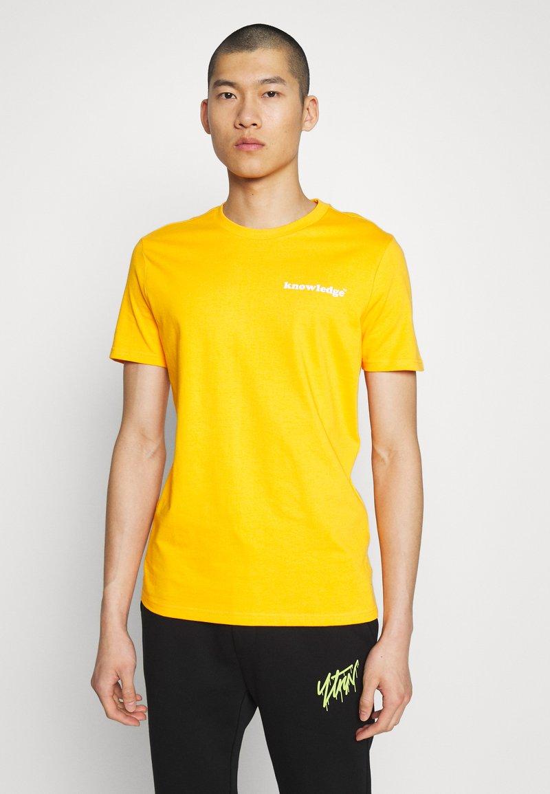 KnowledgeCotton Apparel - ALDER SIGNITURE WAVE TEE - Print T-shirt - zennia yellow