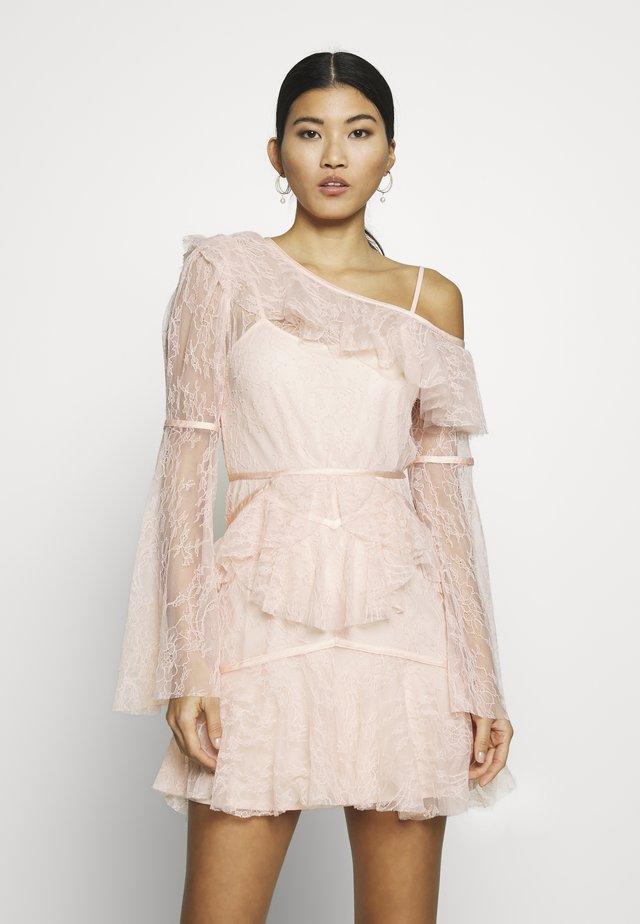 SHADOW LOVE MINI DRESS - Korte jurk - tea rose
