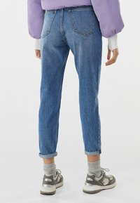 Bershka - MOM FIT JEANS - Jeans baggy - dark blue - 2