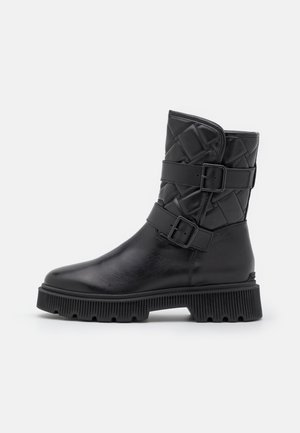 KINGSTON QUILTED BOOT - Platform ankle boots - black