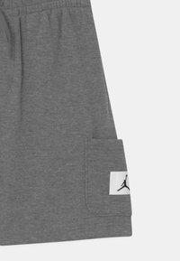 Jordan - JUMPMAN ESSENTIALS  - Short de sport - carbon heather - 2