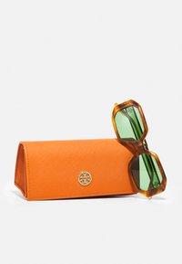 Tory Burch - Sunglasses - honey wood - 3