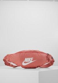 Nike Sportswear - NIKE HERITAGE - Bæltetasker - canyon pink/canyon pink/pale ivory - 0