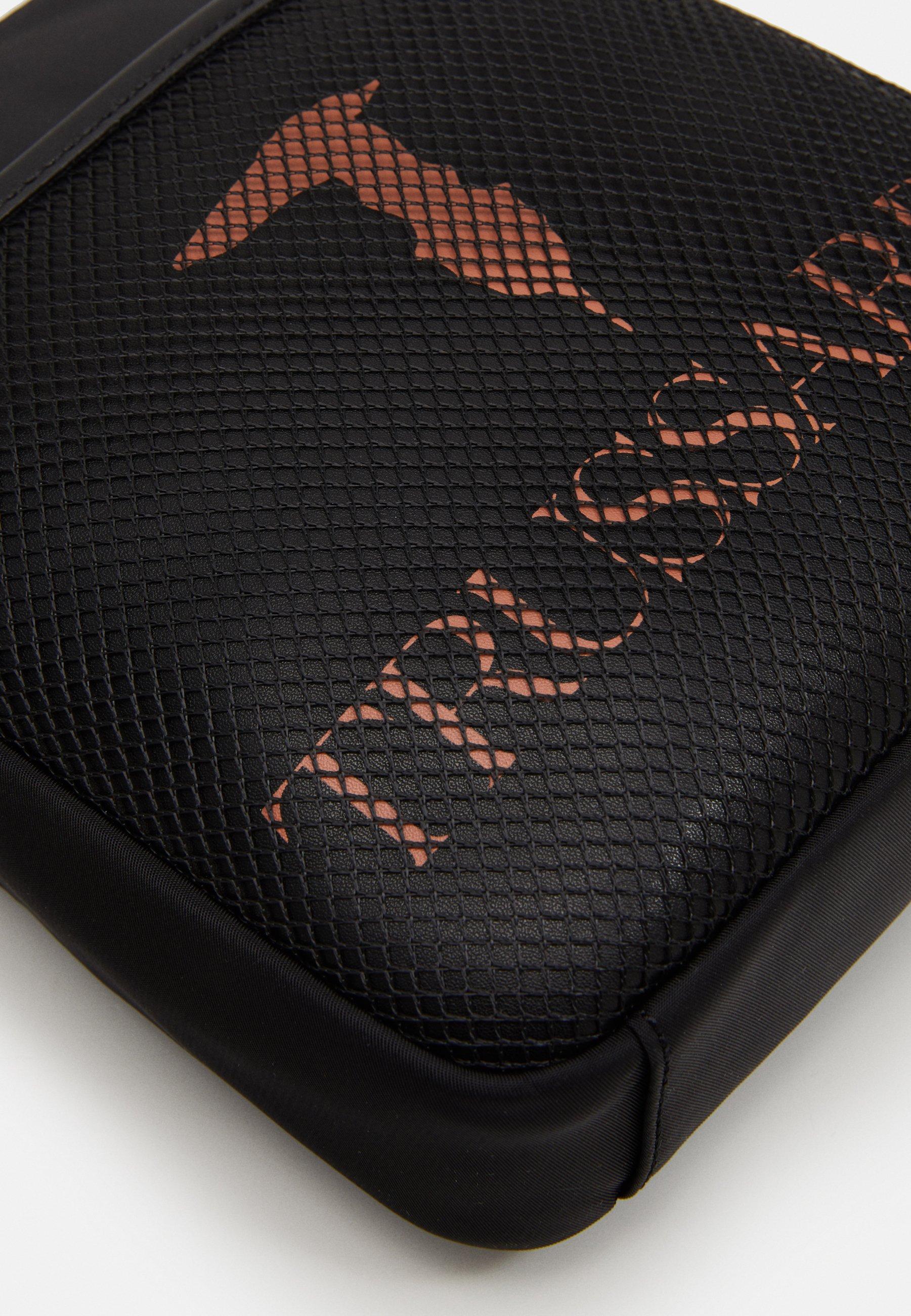 Trussardi SHOULDER BAG - Skulderveske - black/svart S0FHtpp20qbrvRJ