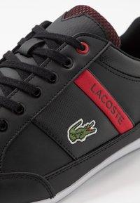 Lacoste - CHAYMON - Sneakersy niskie - black/red - 5
