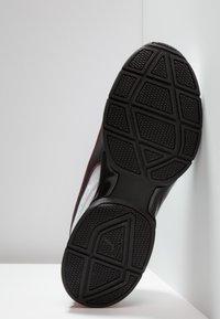 Puma - LEADER - Scarpe da fitness - white/black/flame scarlet - 4