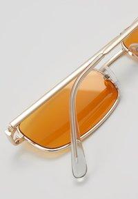 Only & Sons - ONSSUNGLASS SONS FANCY - Sluneční brýle - new orange/dark yellow tinted - 2
