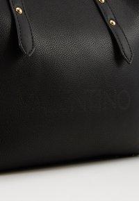 Valentino by Mario Valentino - GRANDE - Handbag - nero - 3