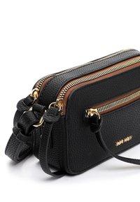 SURI FREY - NETTY - Across body bag - black 100 - 3