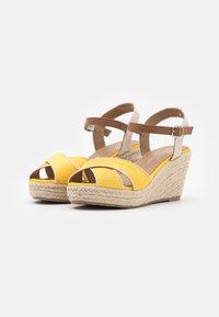 TOM TAILOR - Sandály na platformě - yellow - 2
