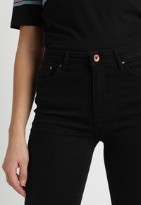 ONLY - ONLPAOLA - Vaqueros pitillo - black