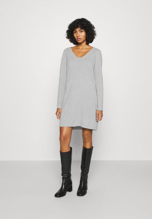 VMDIANE V NECK DRESS  - Etuikleid - light grey