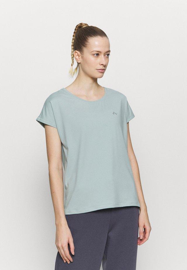 ONPAUBREE TRAINING TEE - Basic T-shirt - gray mist