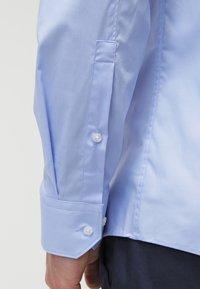HUGO - ELISHA EXTRA SLIM FIT - Formal shirt - light/pastel blue - 5
