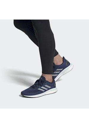 SUPERNOVA M - Neutral running shoes - conavy/silvmt/fromin