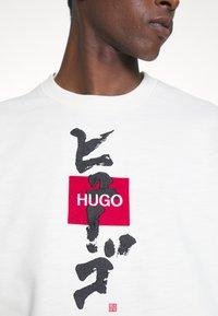 HUGO - DONGIRI - Sweatshirt - natural - 5