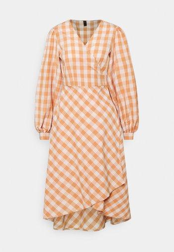 YASMINALLA WRAP DRESS - Vestido informal - toasted almond