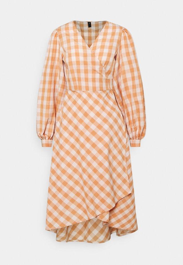 YASMINALLA WRAP DRESS - Vestito estivo - toasted almond