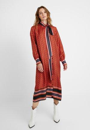 TILES MIDI DRESS - Shirt dress - lychee