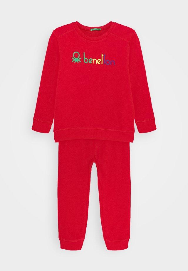 BASIC BOY SET - Felpa - red