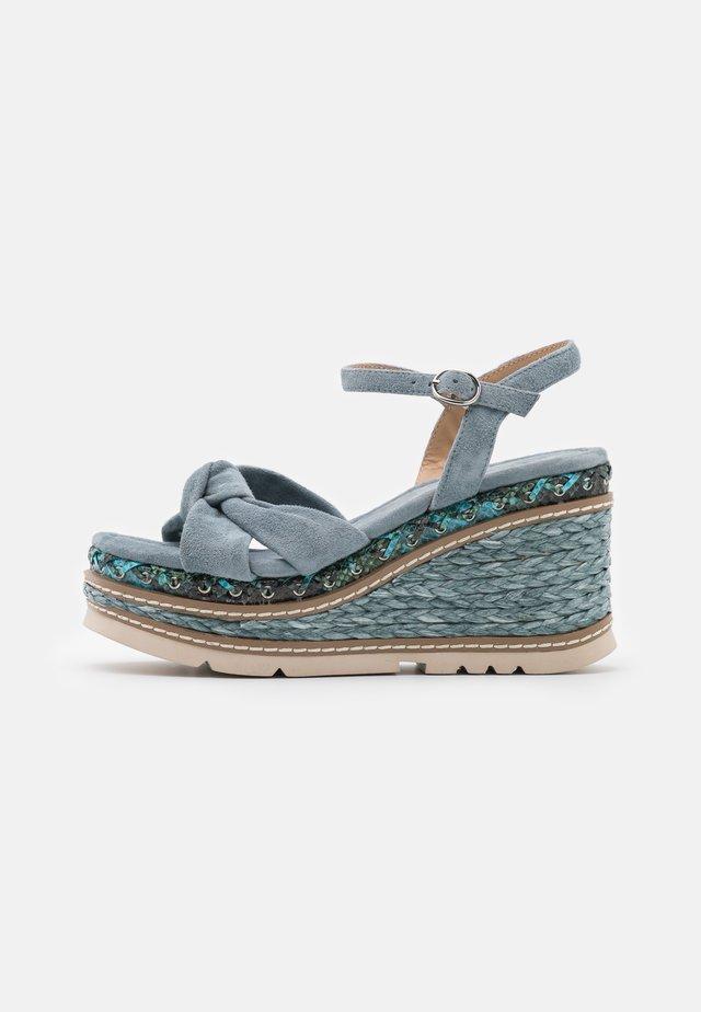Sandály na platformě - jeans
