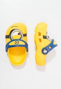 Crocs - FUN LAB DESPICABLE ME 3 MINIONS - Pool slides - yellow - 1