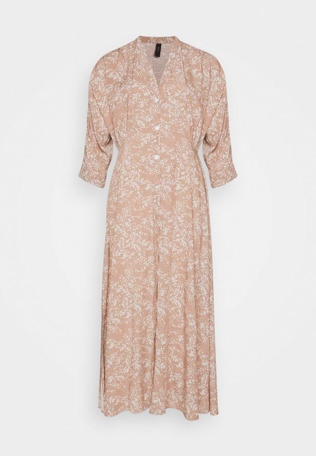 YASCORNA LONG DRESS - Abito a camicia - tawny brown