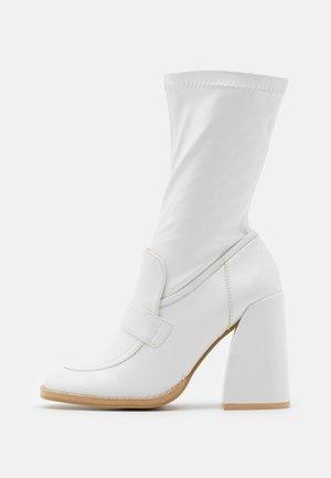 VEGAN  - Boots med høye hæler - white