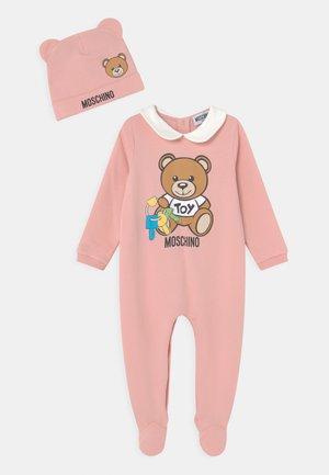BABYGROW HAT GIFTSET UNISEX - Sleep suit - mellow rose