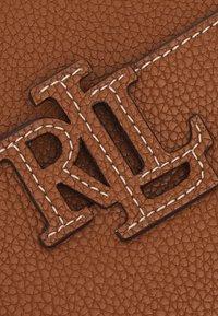 Lauren Ralph Lauren - CARRIE CROSSBODY SMALL - Across body bag - brown - 4