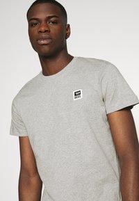 Diesel - T-DIEGOS-K30 - Camiseta básica - grey - 4