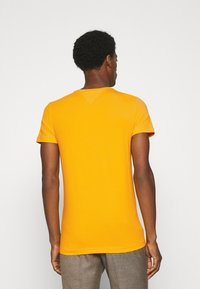 Tommy Hilfiger - T-shirt basic - yellow - 2