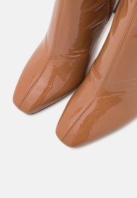 ALDO - EDIGORWEN - Stivali con i tacchi - dark beige - 5