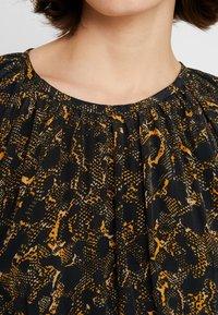 JUST FEMALE - MIE MAXI DRESS - Maxi dress - black/yellow - 6