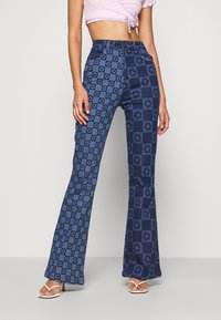 Jaded London - FLOWER DISCHARGE PRINT WITH HEART BUTTON - Bootcut-farkut - blue - 0