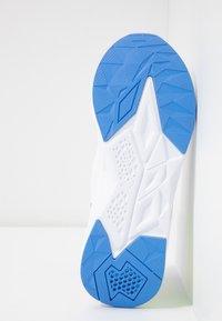 Puma - CELL PLASMIC - Sportovní boty - white/yellow alert/milky blue - 4