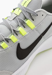 Nike Performance - RUNALLDAY 2 - Scarpe running neutre - grey fog/black/volt/white - 5
