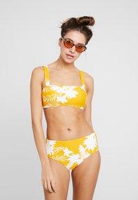 Seafolly - WILD BANDEAU  - Góra od bikini - saffron - 1