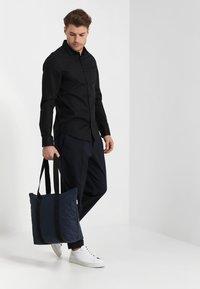 Rains - TOTE BAG RUSH - Shoppingveske - blue - 1