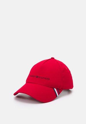 UPTOWN UNISEX - Pet - red