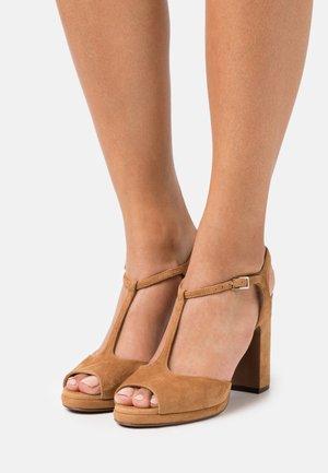 High heeled sandals - cigar