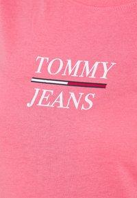 Tommy Jeans - ESSENTIAL - Triko spotiskem - botanical pink - 5