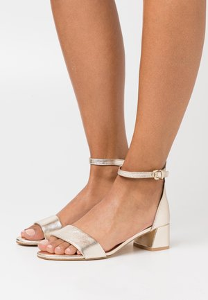 LEATHER - Sandalen - gold